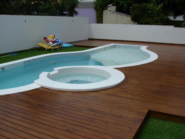 Espa o mais deck madeira piscina 9 for Fotos de piscinas infinity